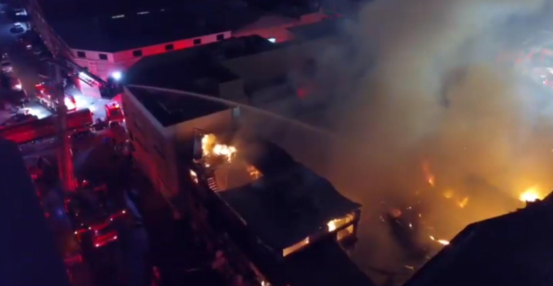 5 فرق إطفاء تسيطر على حريق مبنى في منطقة الشويخ