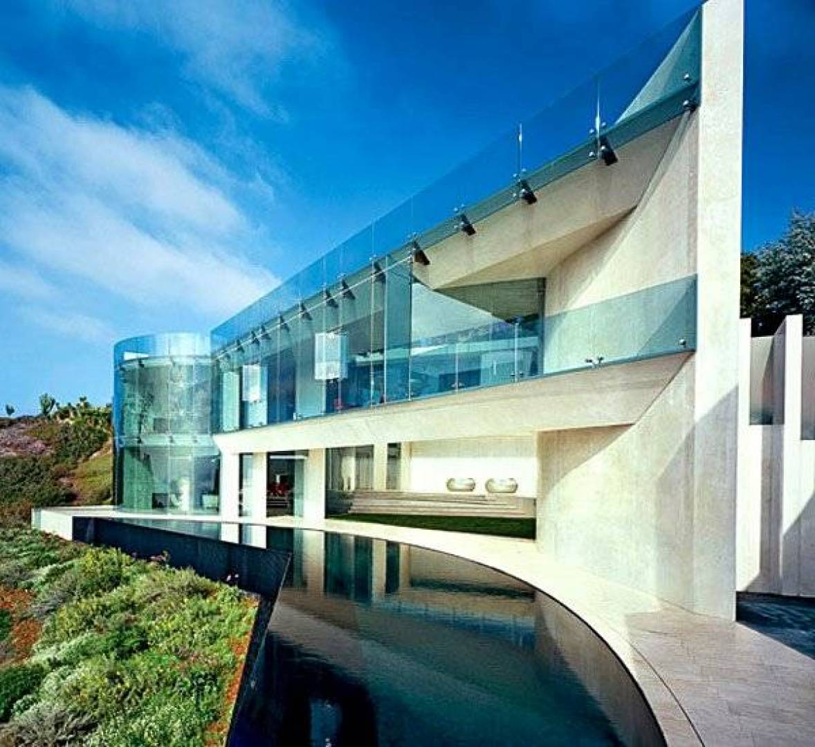منزل مستوحى من قصر «الرجل الحديدي» مقابل 20.8 مليون دولار!