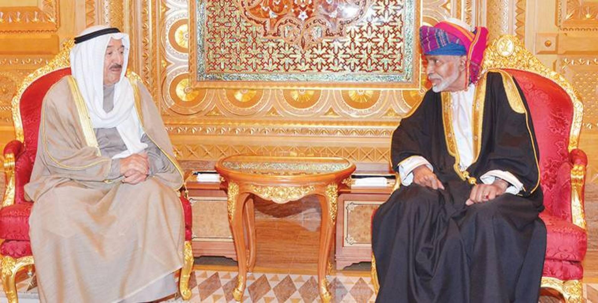 الأمير والسلطان قابوس رحمه الله في لقاء سابق   كونا