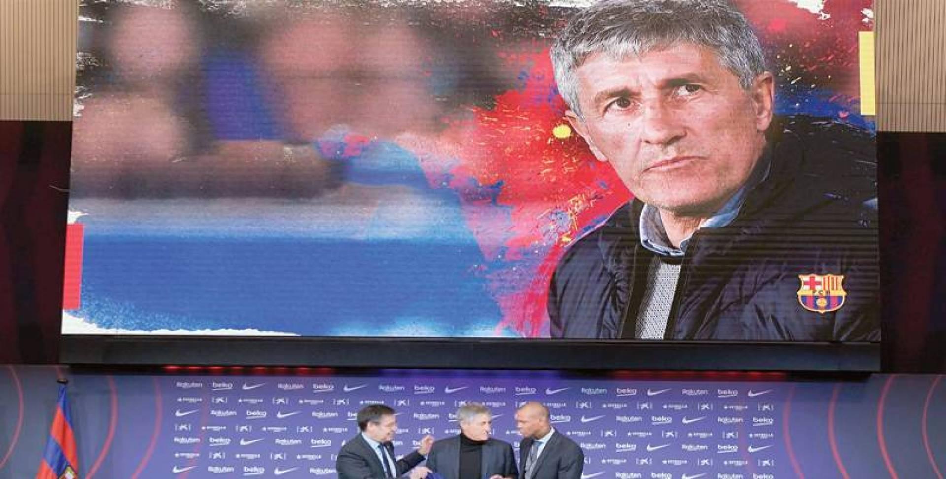 بارتوميو وأبيدال خلال المؤتمر الصحافي لتقديم المدرّب سيتين | أ.ف.ب