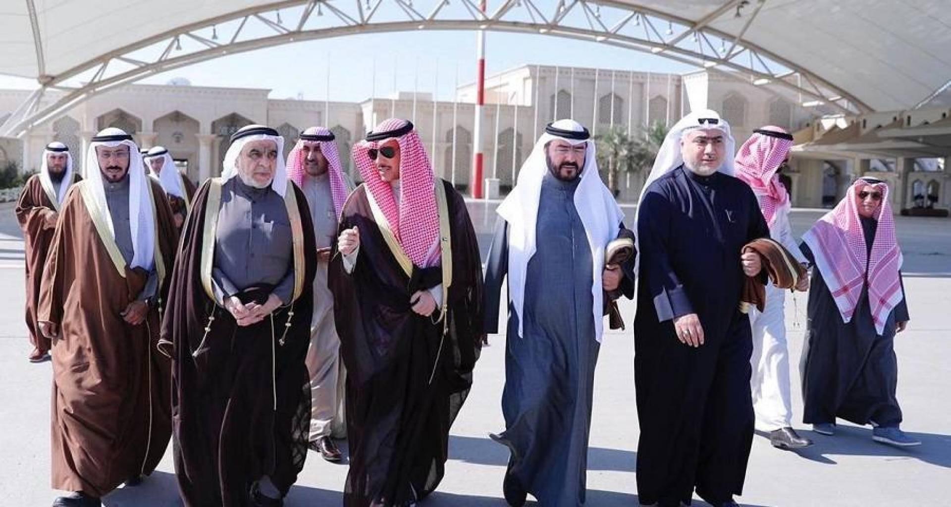 الرئيس الغانم يتوجه إلى مسقط لتقديم واجب العزاء بوفاة السلطان قابوس