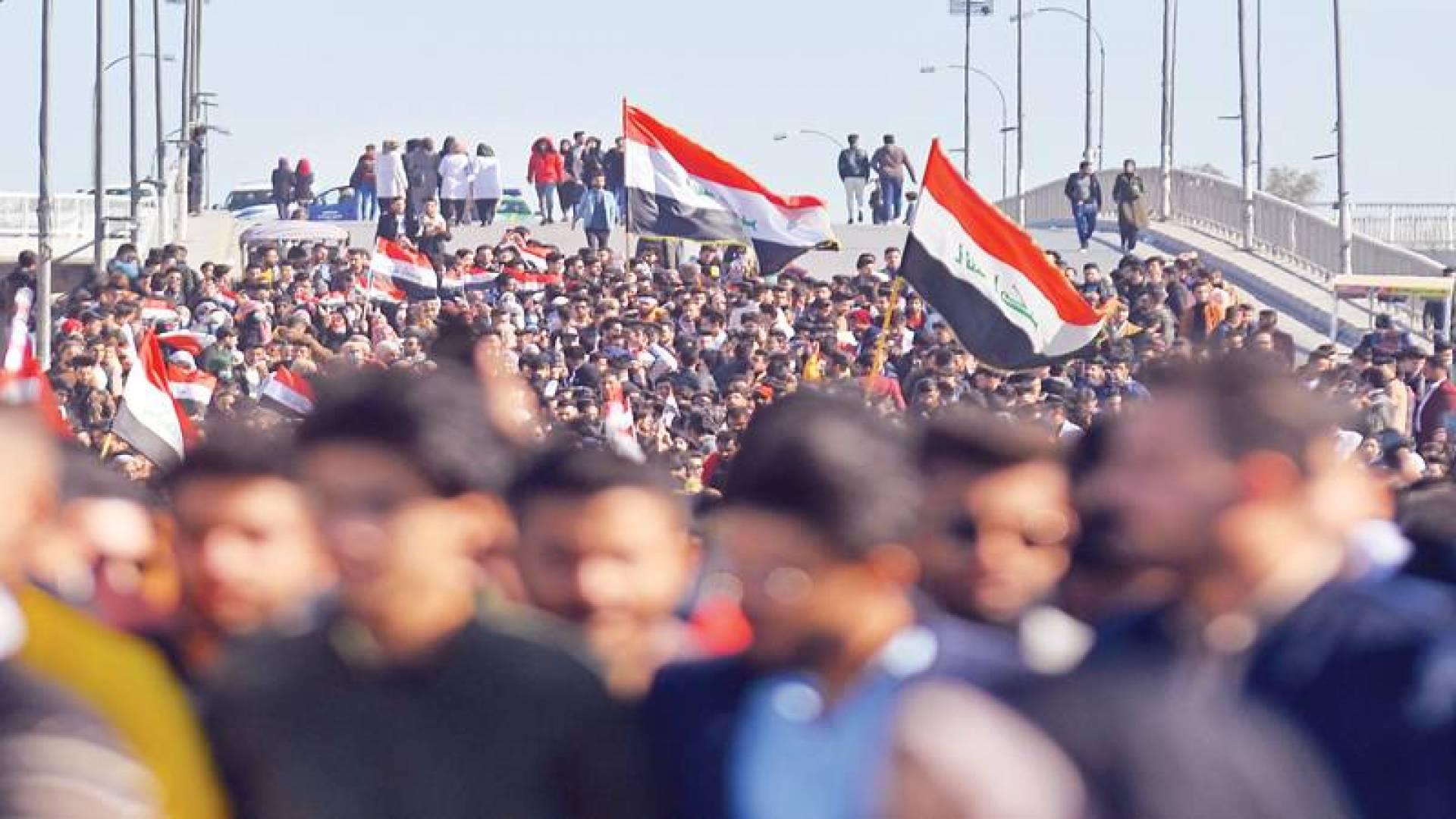 طلاب عراقيون خلال تظاهرة في النجف الأحد | ا ف ب