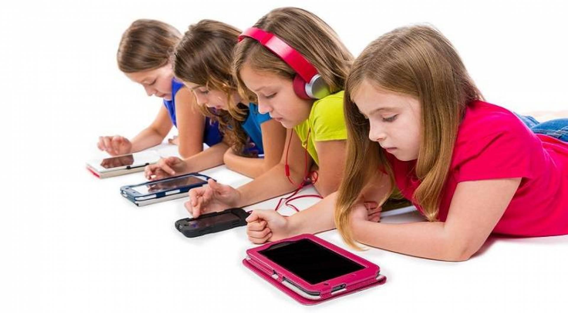دراسة: الأجهزة الذكية تزيد خطر تعرض الأطفال لاضطرابات النطق
