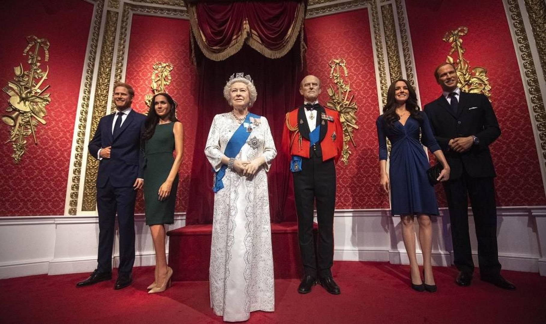 الملكة إليزابيث تستدعي حفيدها الأمير هاري وزوجته لحضور ...