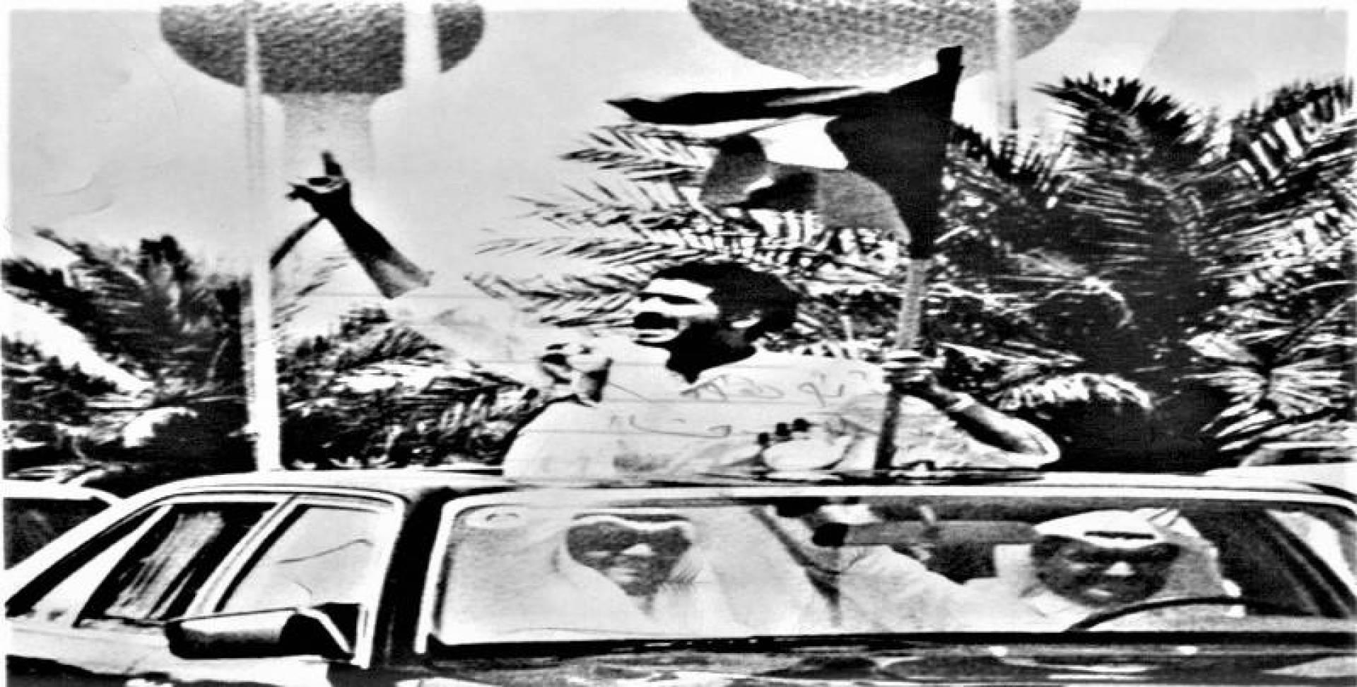 فرحة طاغية للشعب الكويتي بتحرير الرهائن وانتهاء المأساة أخيرًا.. وفي الإطار الركاب المحررون في قاعة التشريفات بمطار بومدين في انتظار طائرة العودة للوطن