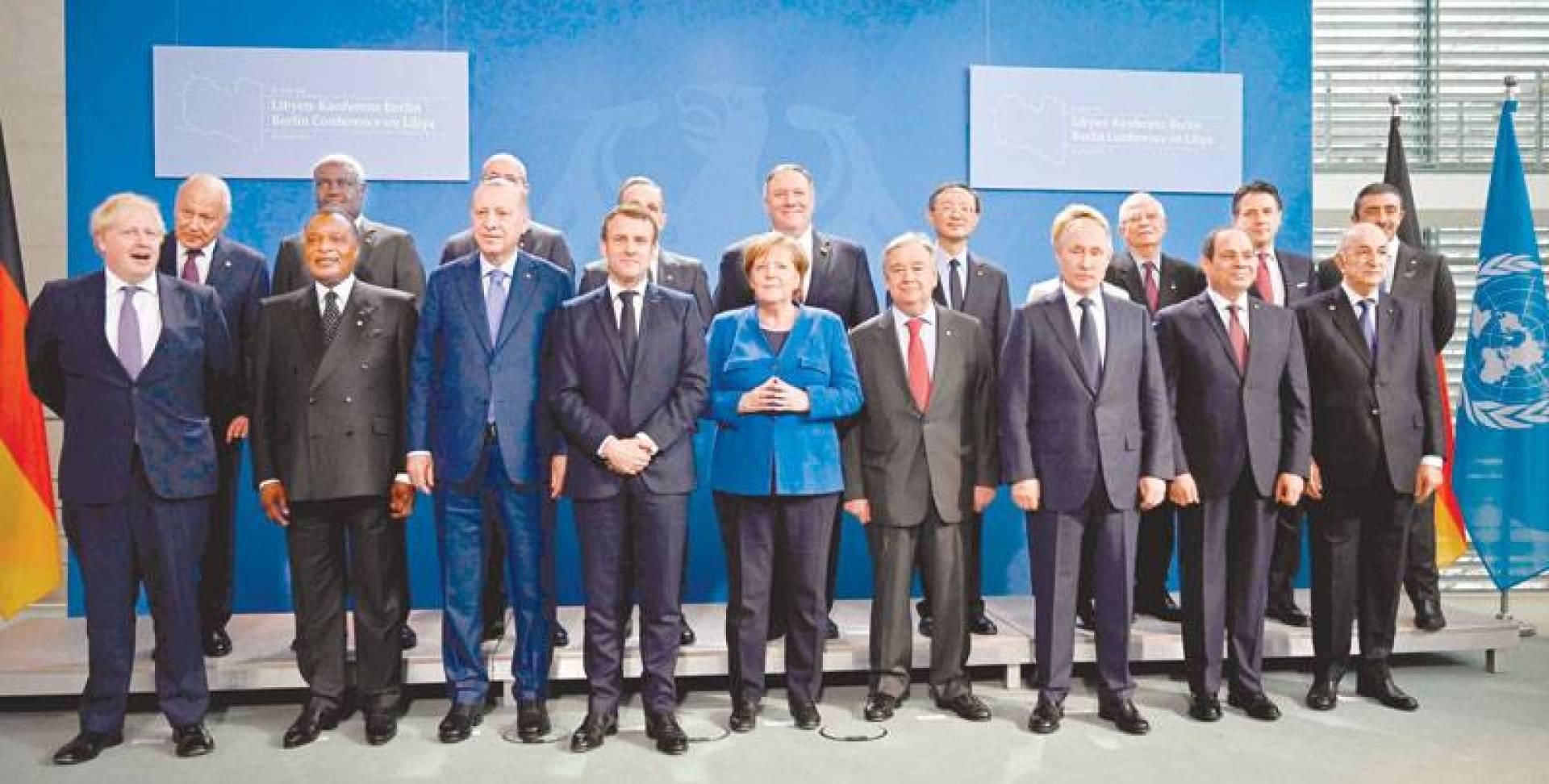 صورة جماعية للمشاركين في مؤتمر برلين امس  | ا ف ب