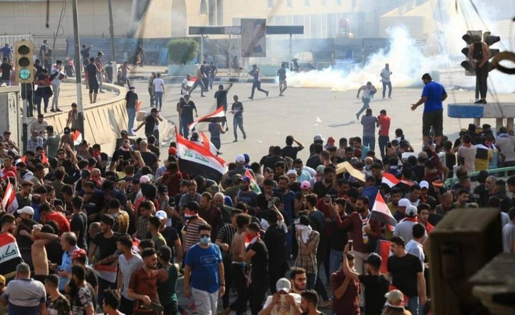 إصابة 7 محتجين في مواجهات مع الأمن وسط بغداد