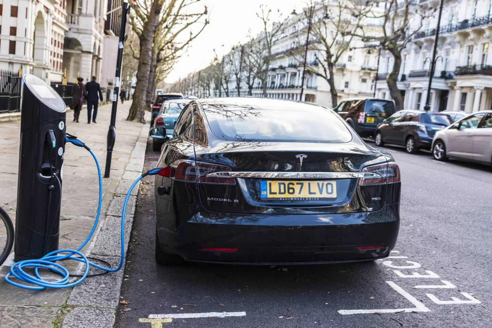 بريطانيا تحظر بيع سيارات الوقود بحلول 2035