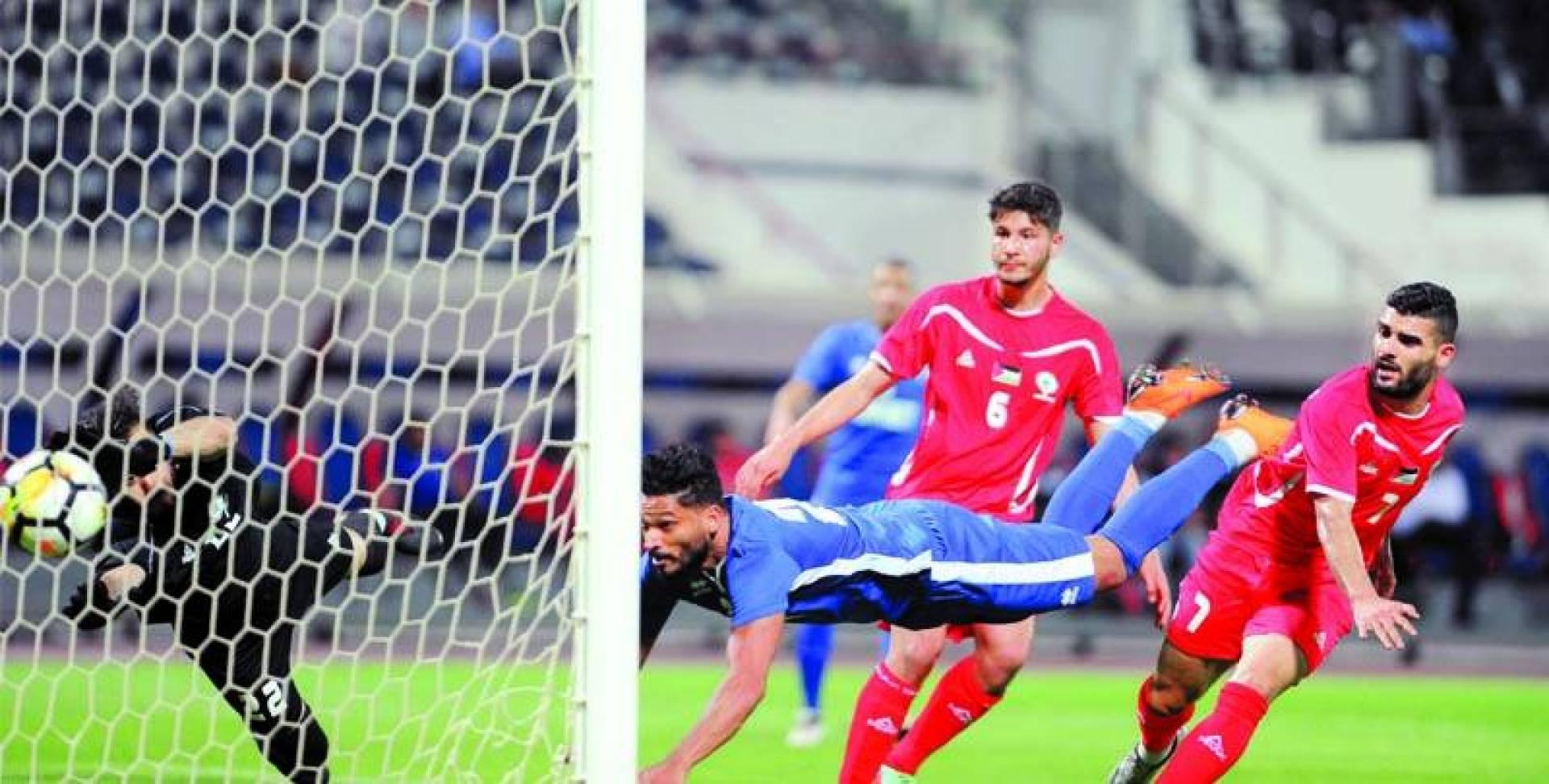 يوسف ناصر خلال مباراة سابقة للأزرق   أرشيفية