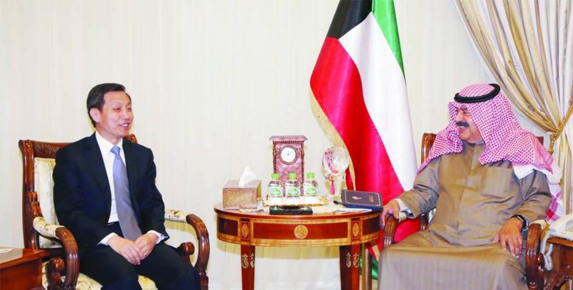 الجارالله أثناء اجتماعه مع السفير الصيني