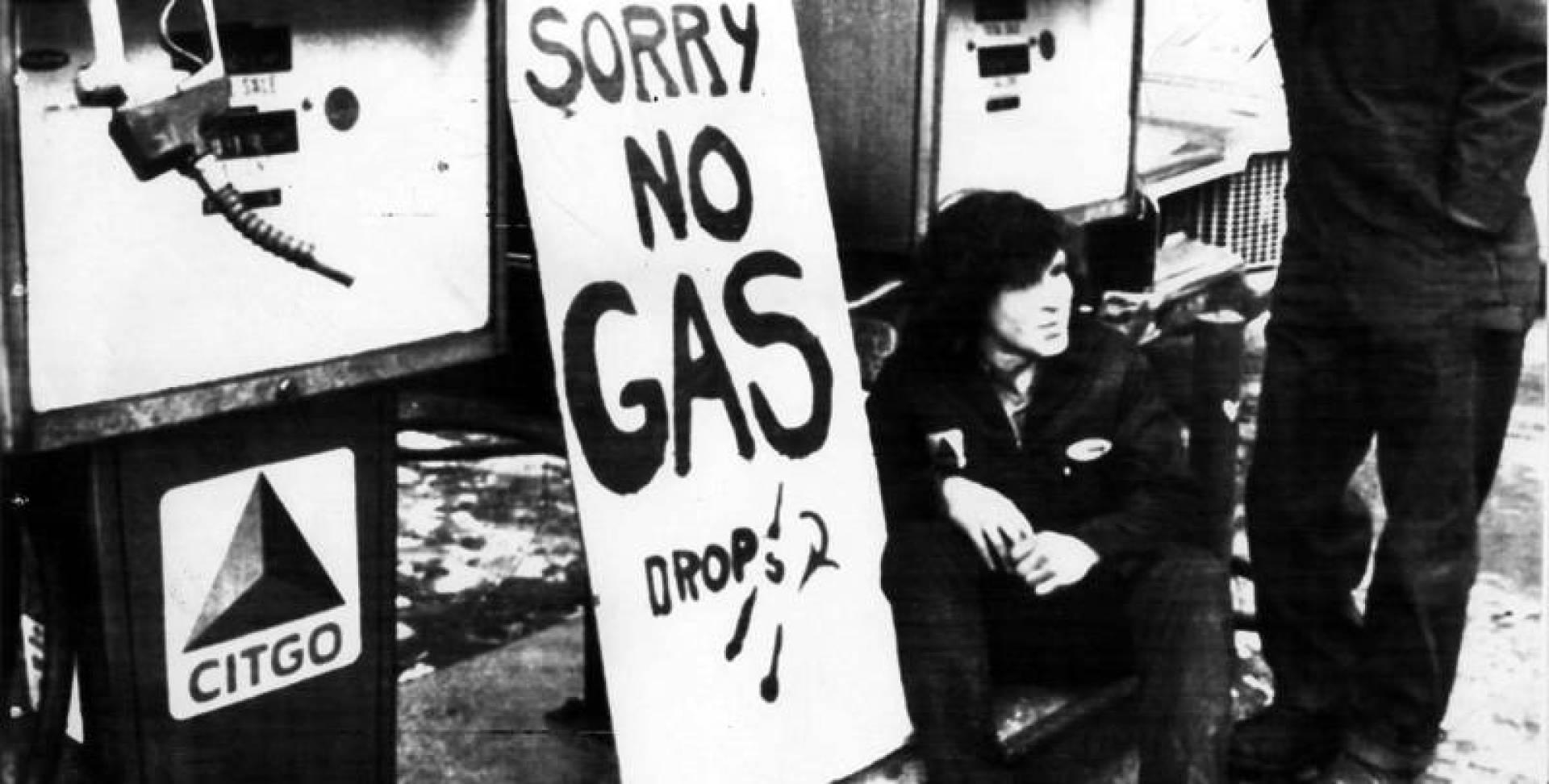 «نأسف لعدم توافر البنزين». إنها أزمة الطاقة!