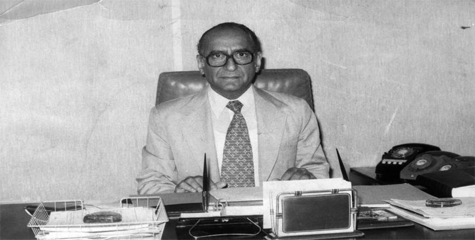 عبدالعزيز حسين رئيس الدولة.. أرشيفية