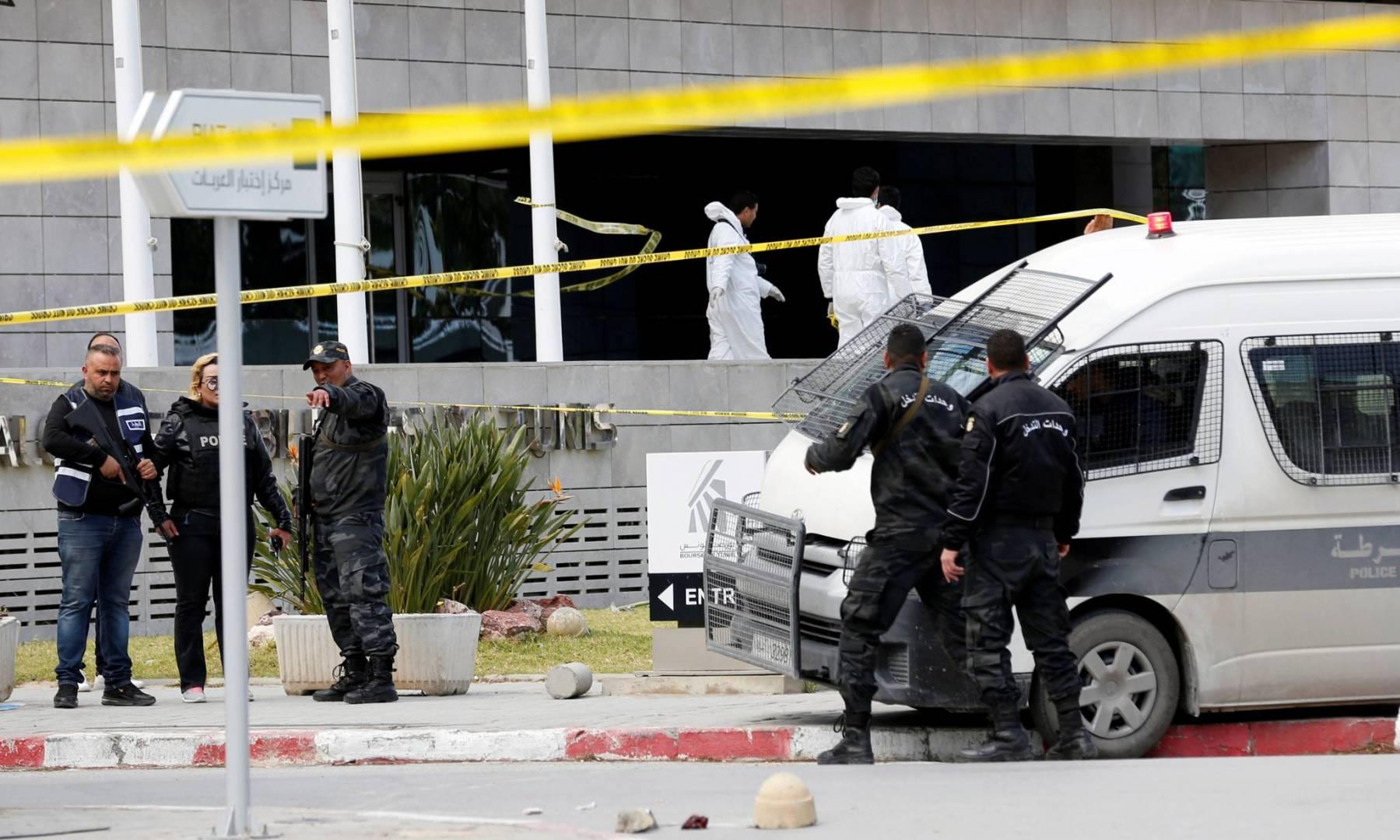 مقتل شرطي وإصابة 5 آخرين بالهجوم الانتحاري أمام السفارة الأميركية في تونس