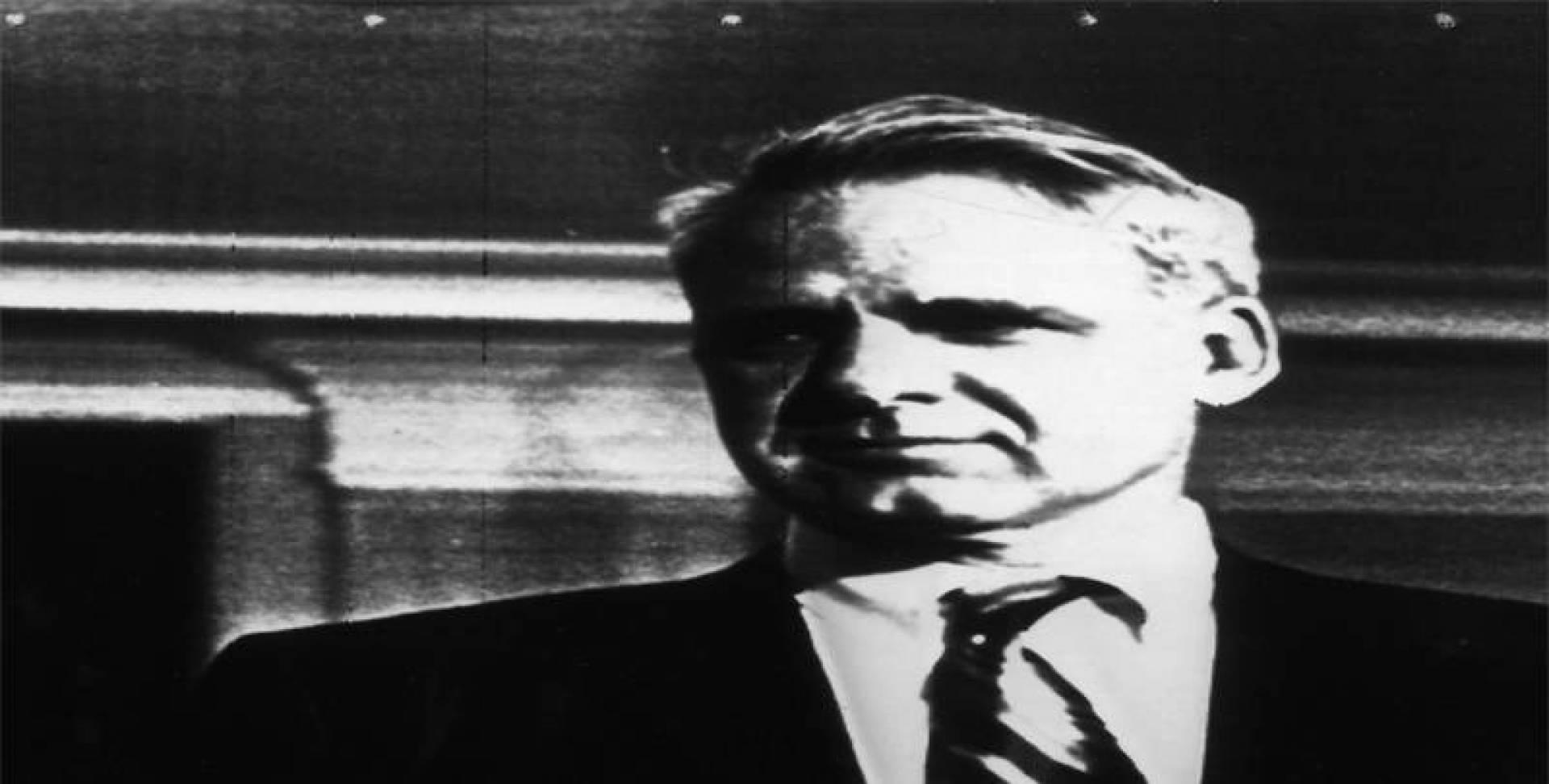 جيمس شليسنغر وزير الدفاع الأميركي.. أرشيفية