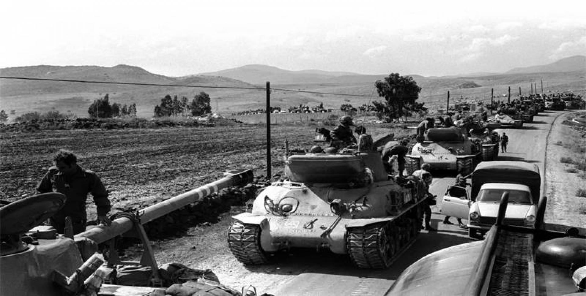 وحدة دبابات إسرائيلية لتشكيل هجوم مضاد ضد سوريا في حرب أكتوبر.. أرشيفية