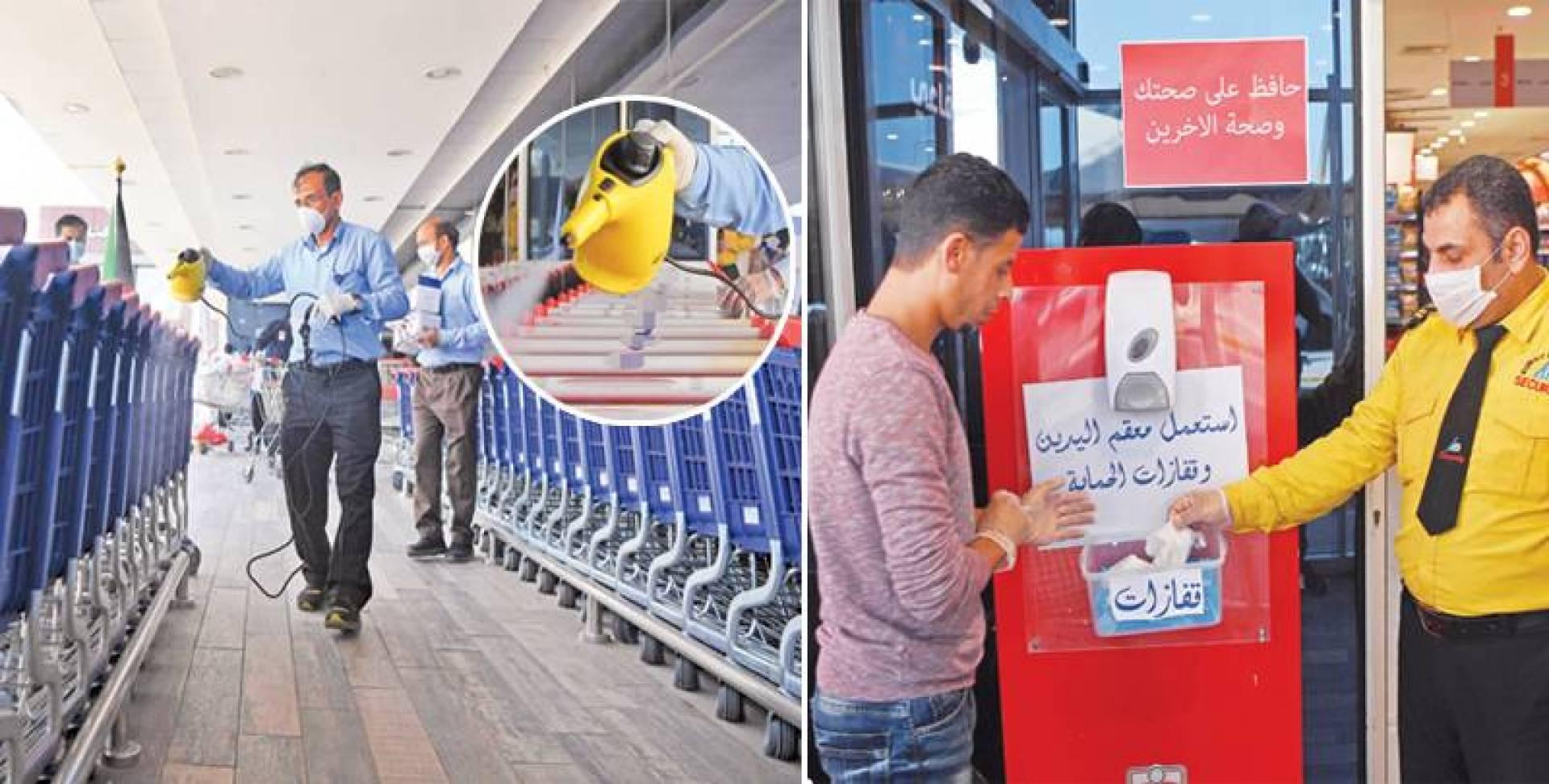 توزيع القفازات على المتسوقين - تعقيم عربات الجمعيات (تصوير: محمودالفوريكي)