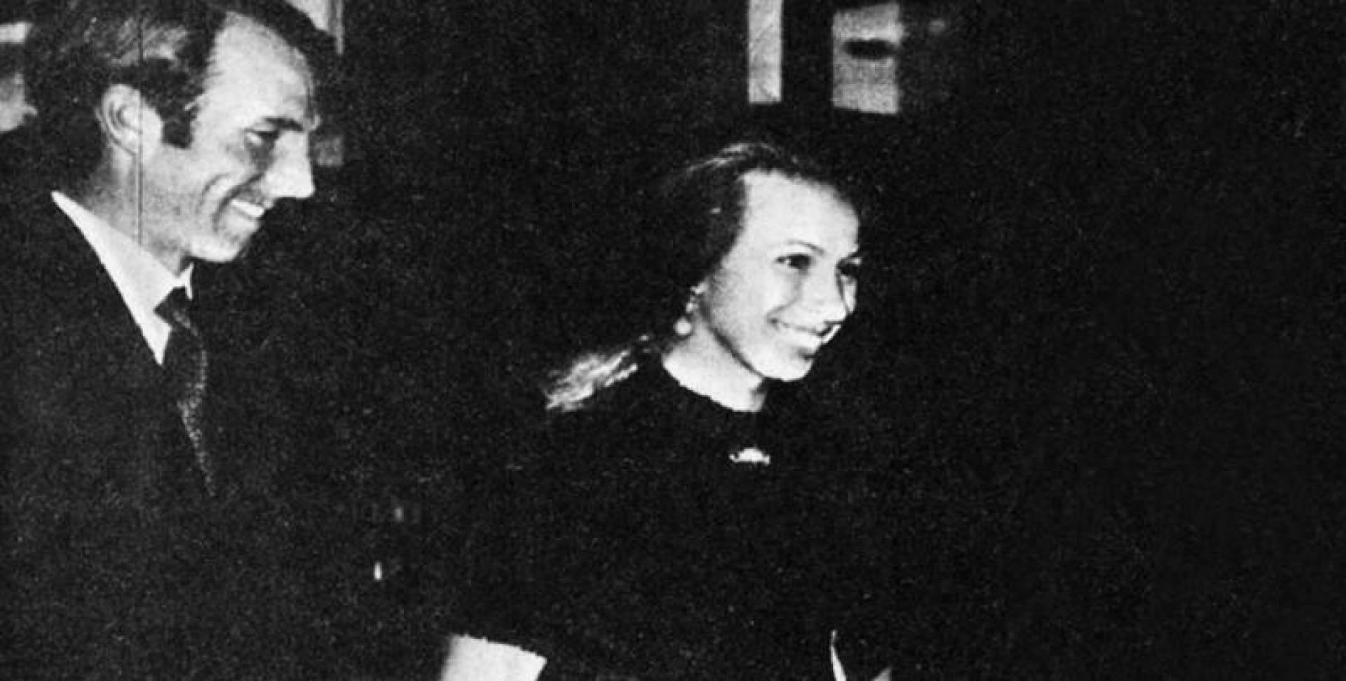الأميرة آن وزوجها مارك فليبس قبل محاولة اغتياليهما وهما في طريقهما لحضور أحد الأفلام في لندن.. أرشيفية