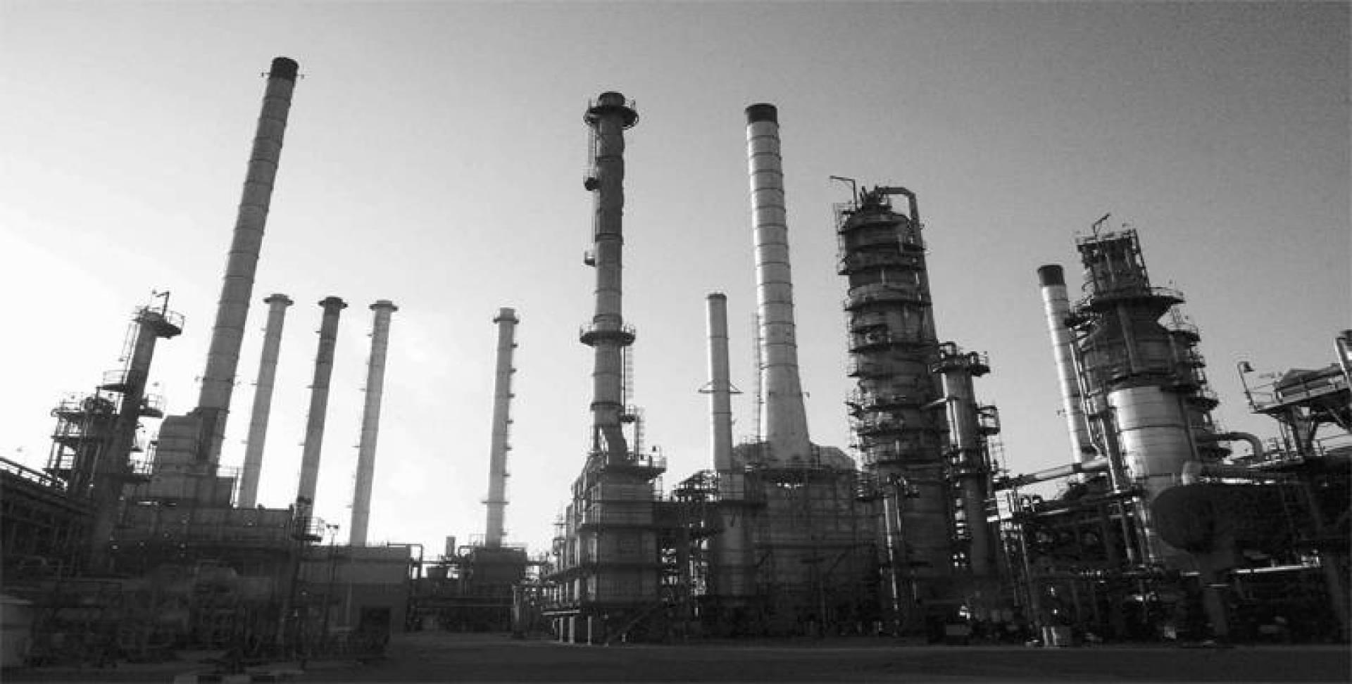 المنشآت النفطية الإيرانية تحتاج إلى استثمارات ضخمة.. أرشيفية