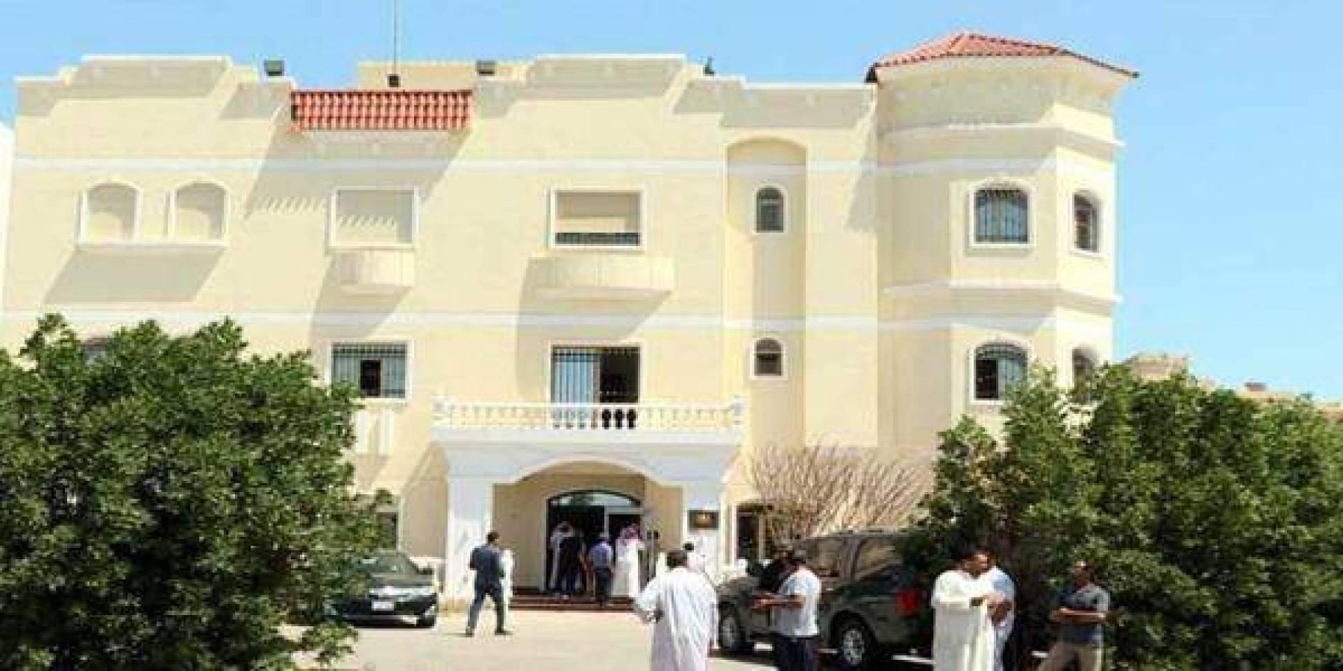 القنصلية المصرية تدعو رعاياها الراغبين في العودة إلى مصر إلى التواصل معها