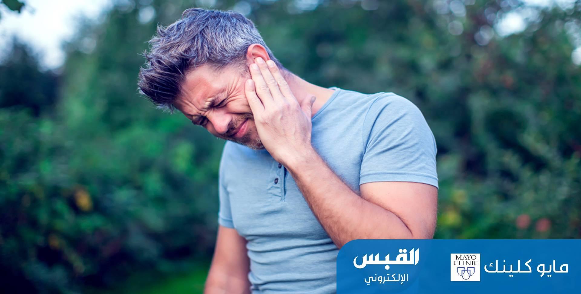 الدوار وضعف في السمع.. أبرز أعراض انسداد الأذنين