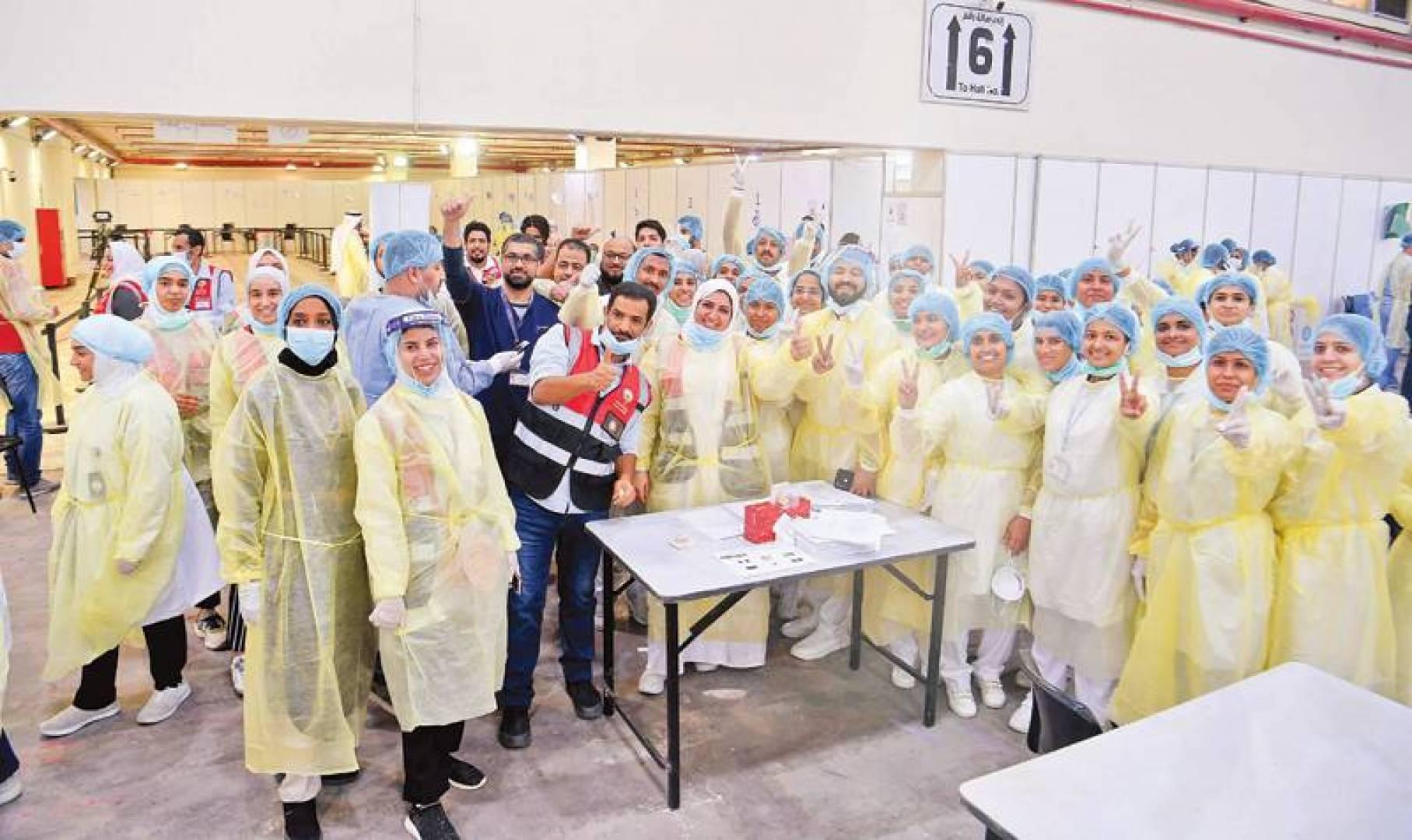 صورة جماعية لفرق العمل (تصوير: بسام زيدان)