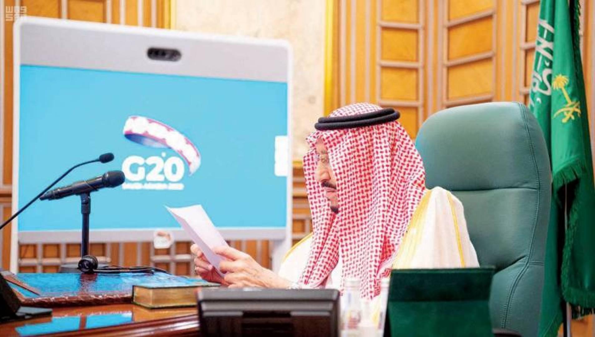 الملك سلمان مفتتحاً القمة الاستثنائية الافتراضية لقادة دول مجموعة العشرين أمس (واس)