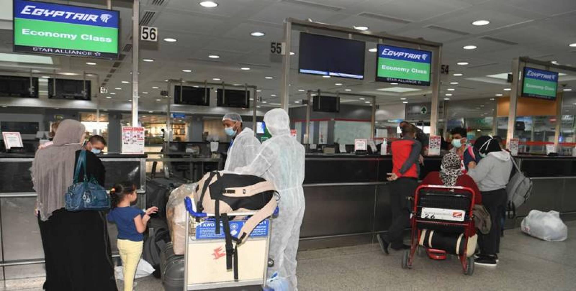 600 مصري وفلبيني غادروا