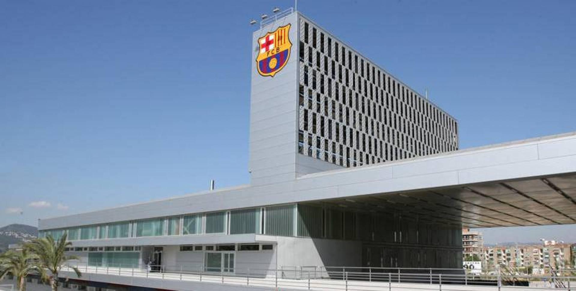 برشلونة: مرافقنا تحت تصرف «السلطات الصحية»