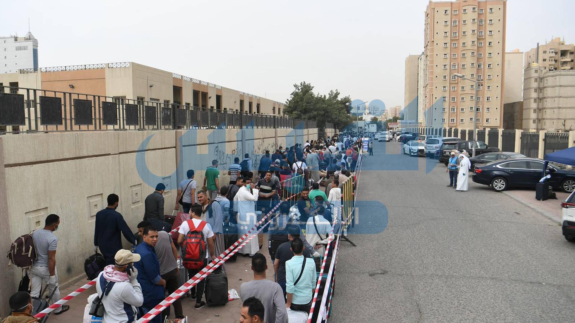 في أول ساعتين.. 2000 مصري من مخالفي الإقامة يستفيدون من مهلة «الداخلية»