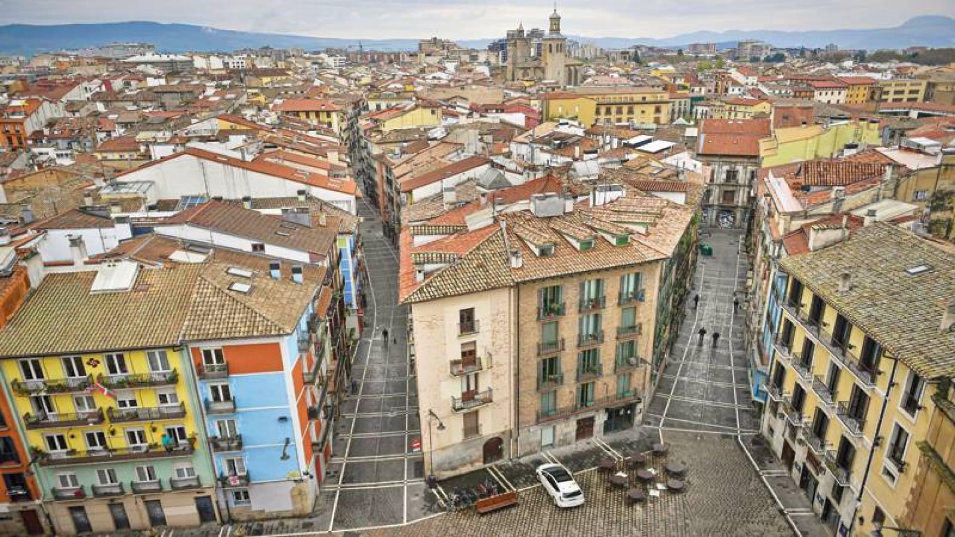 حظر على مدينة بامبلونا شمالي أسبانيا في محاولة لاحتواء وباء «كورونا» (أ ب)