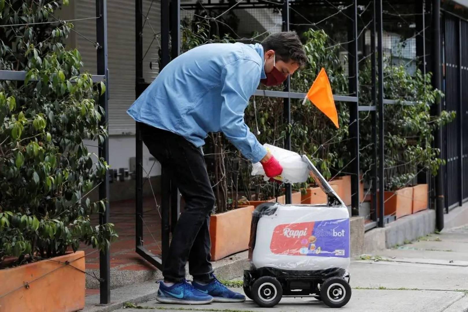 شركة كولومبية تستخدم «روبوتات» لتوصيل طلبيات المطاعم للمنازل