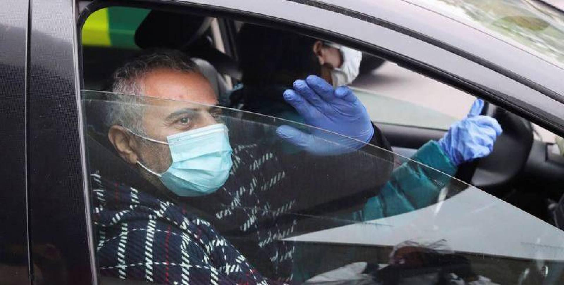 الطبيب البلجيكي أنطوان ساسين يغادر المستشفى - رويترز