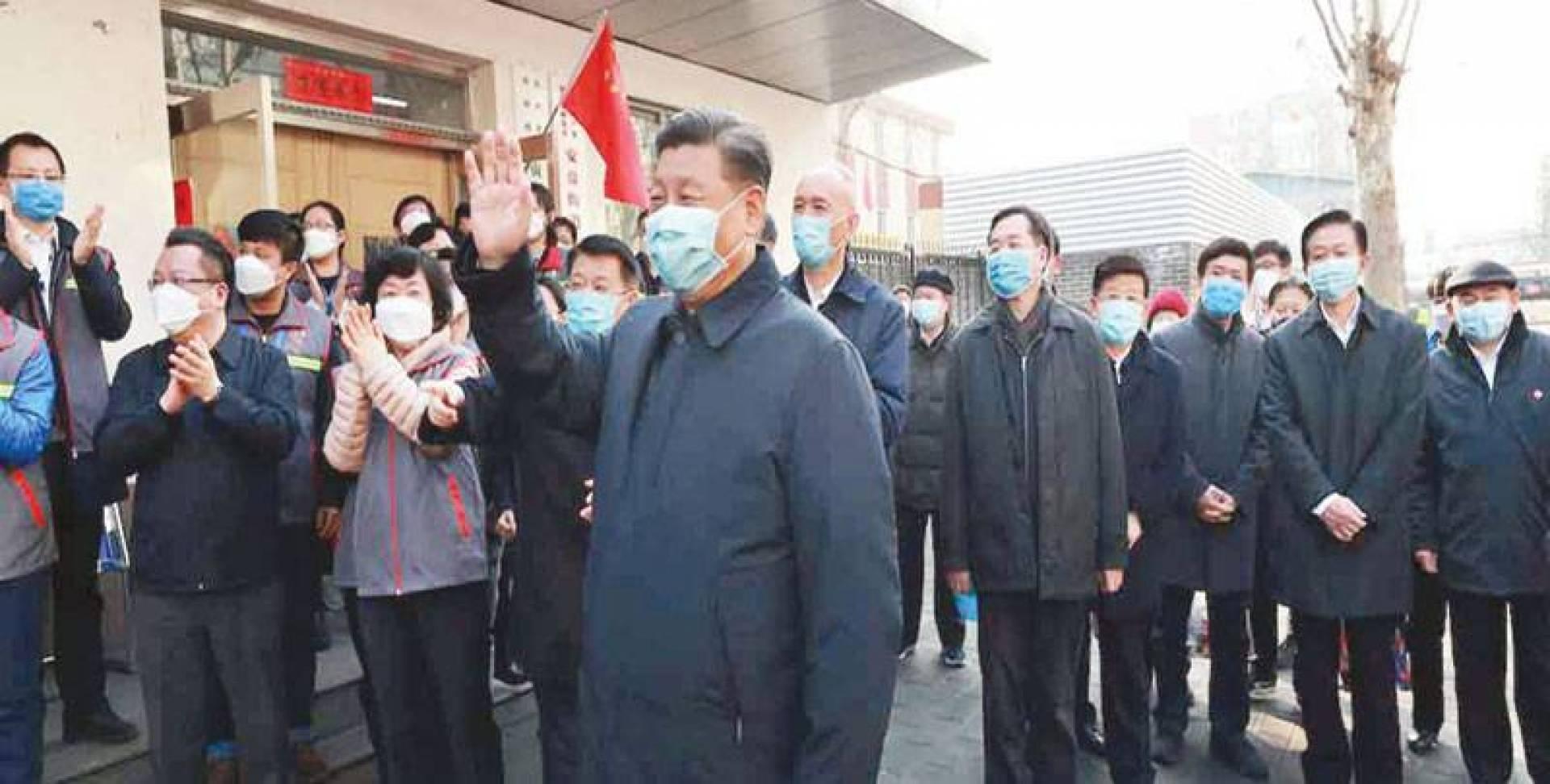 الرئيس الصيني يحتفل باحتواء «كورونا» (أ ف ب)