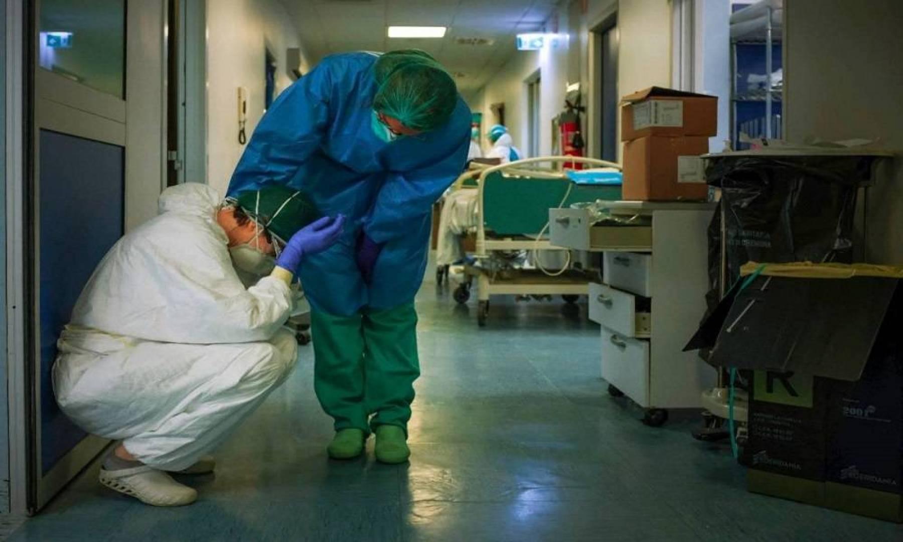 محاربو كورونا «الأطباء والممرضات» قد يكونون عرضة للاكتئاب