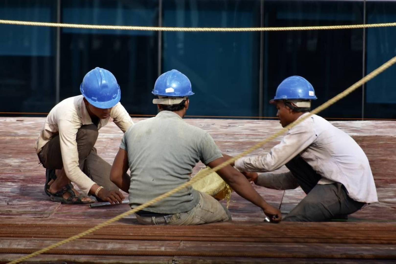 أعلى إصابات العمال الهنود بكورونا عالمياً في الكويت وسنغافورة