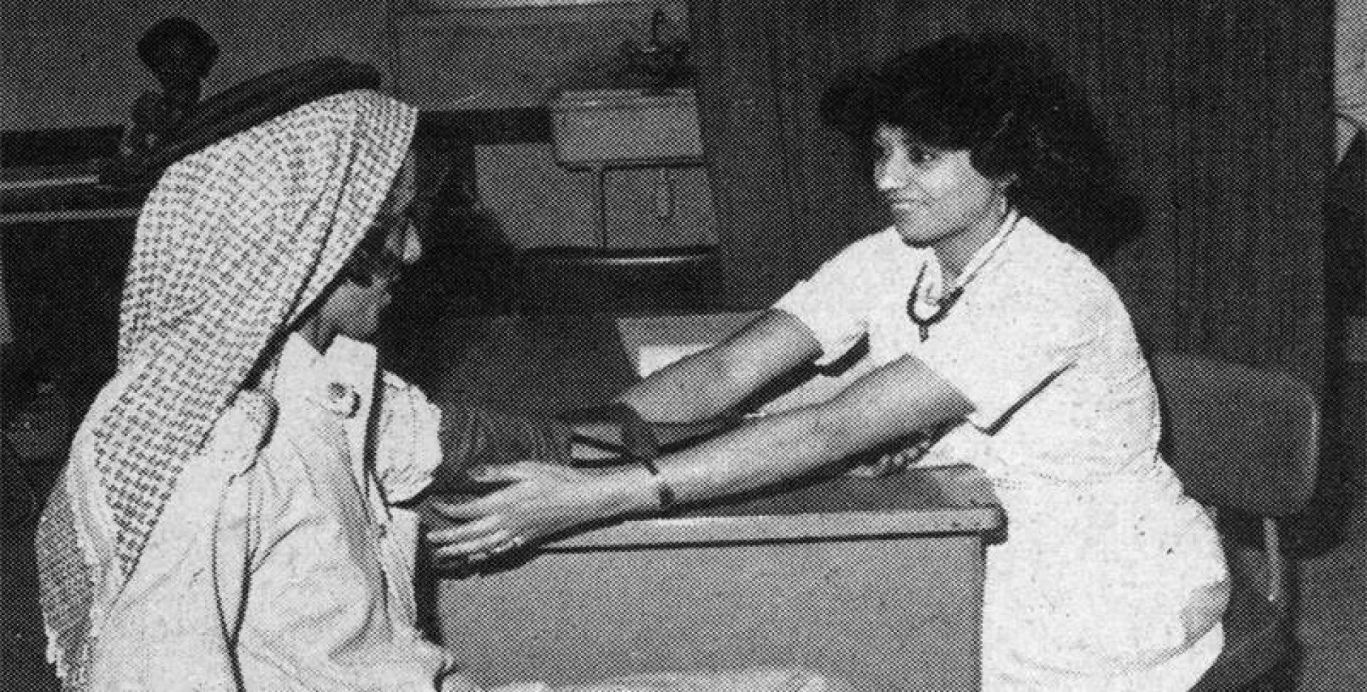 حملات التبرع بالدم .. تعامل إنساني.. أرشيفية