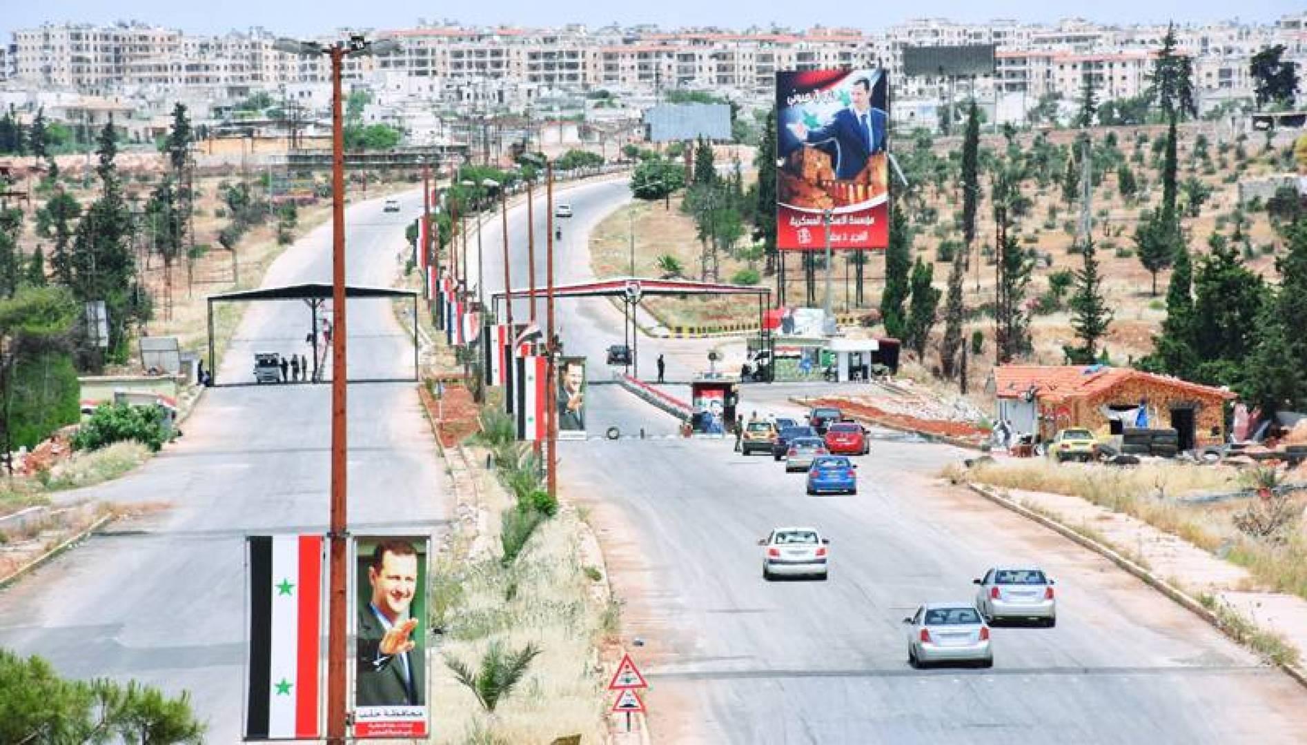 سيارات في مدينة حلب شمالي سوريا في اليوم الثالث من عطلة عيد الفطر (أ.ف.ب)