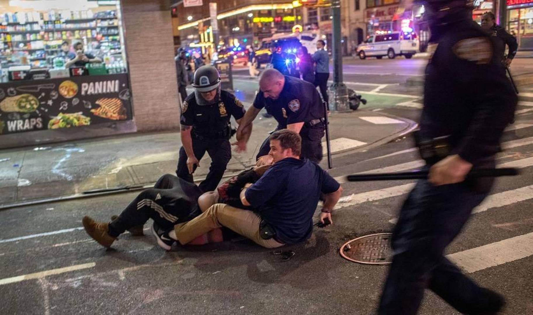 تمديد حظر التجول الليلي في نيويورك حتى الأحد بعد أعمال شغب