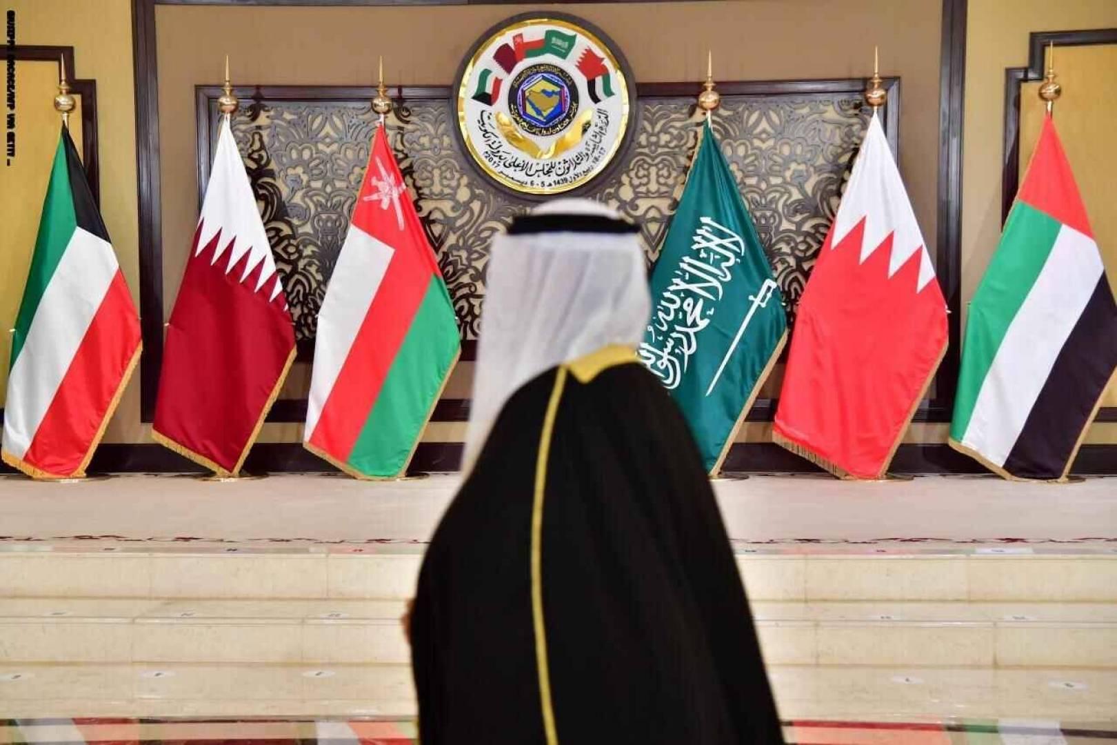 بلومبيرغ: الكويت تقود جهوداً جديدة.. لحل الأزمة الخليجية