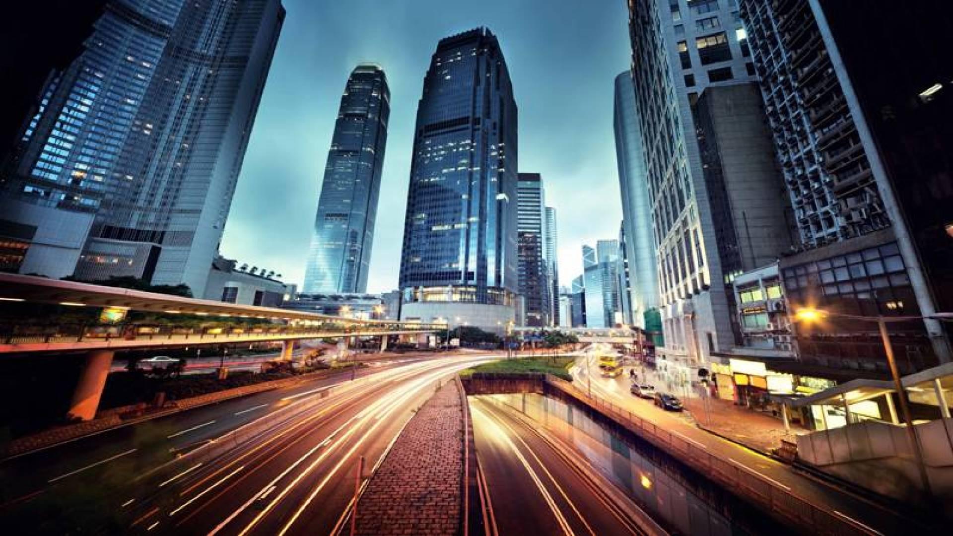 هل يفقد المركز المالي لهونغ كونغ بريقه بسبب الصراع الأميركي - الصيني؟