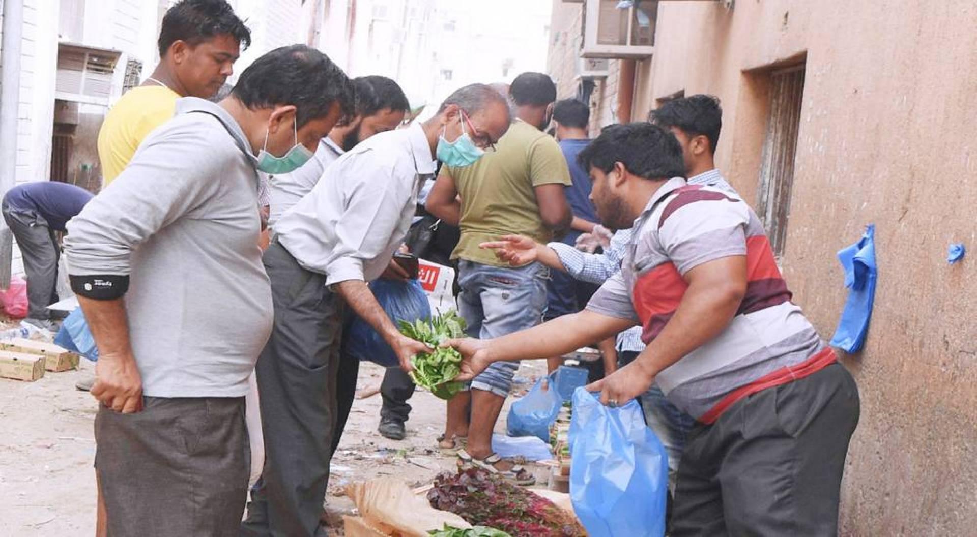 سوق عشوائي في الجليب (تصوير: محمود الفوريكي)