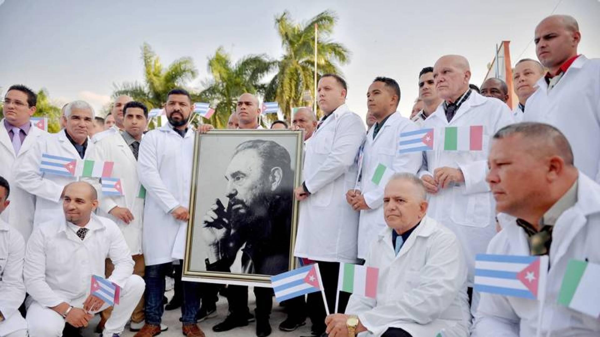 الأطباء الكوبيون يحاربون «كورونا» في العالم تحدياً للولايات المتحدة