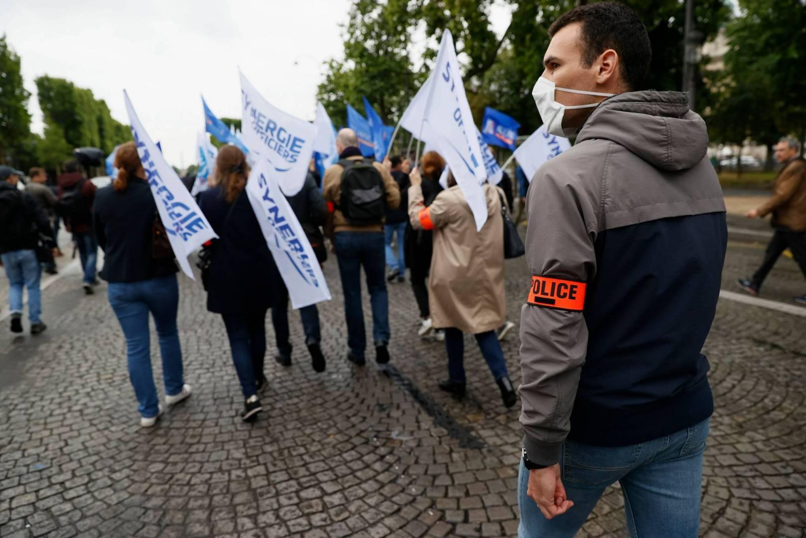 احتجاج للشرطة الفرنسية في الشانزليزيه في باريس