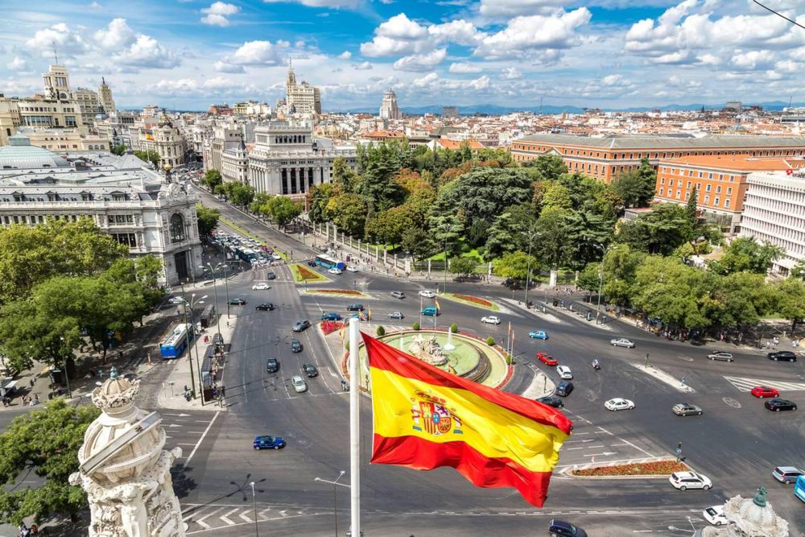 إسبانيا تعاود فتح حدودها مع انتهاء حالة الطوارئ