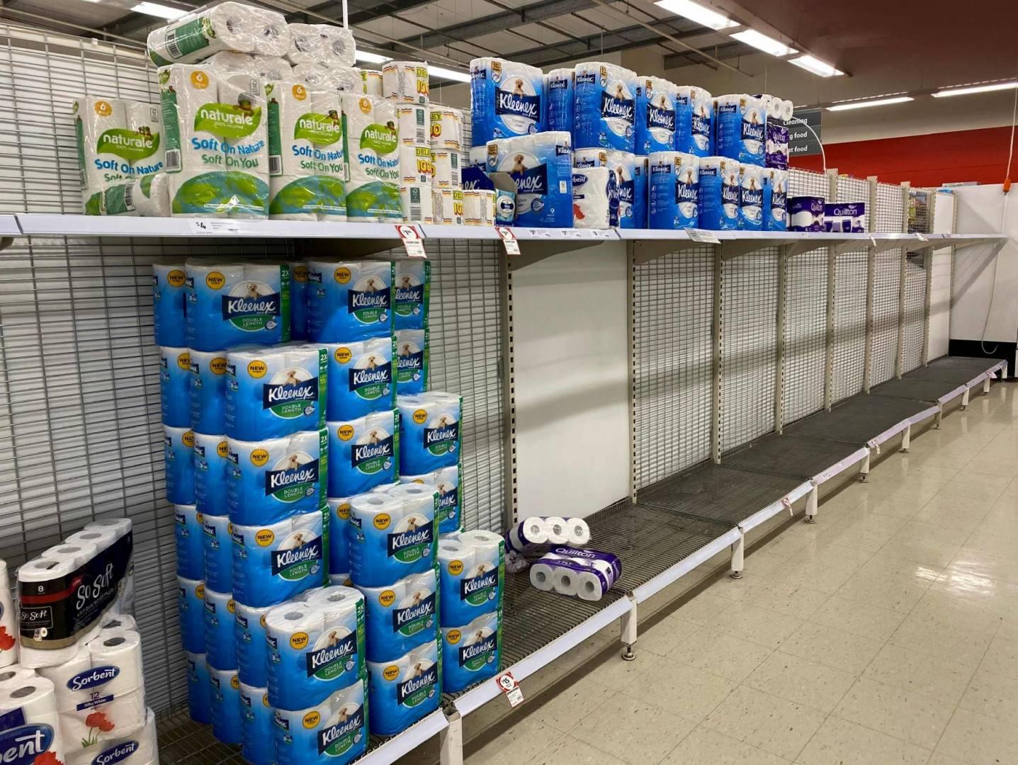 متاجر السوبر ماركت في أستراليا تفرض قيوداً على شراء ورق المراحيض