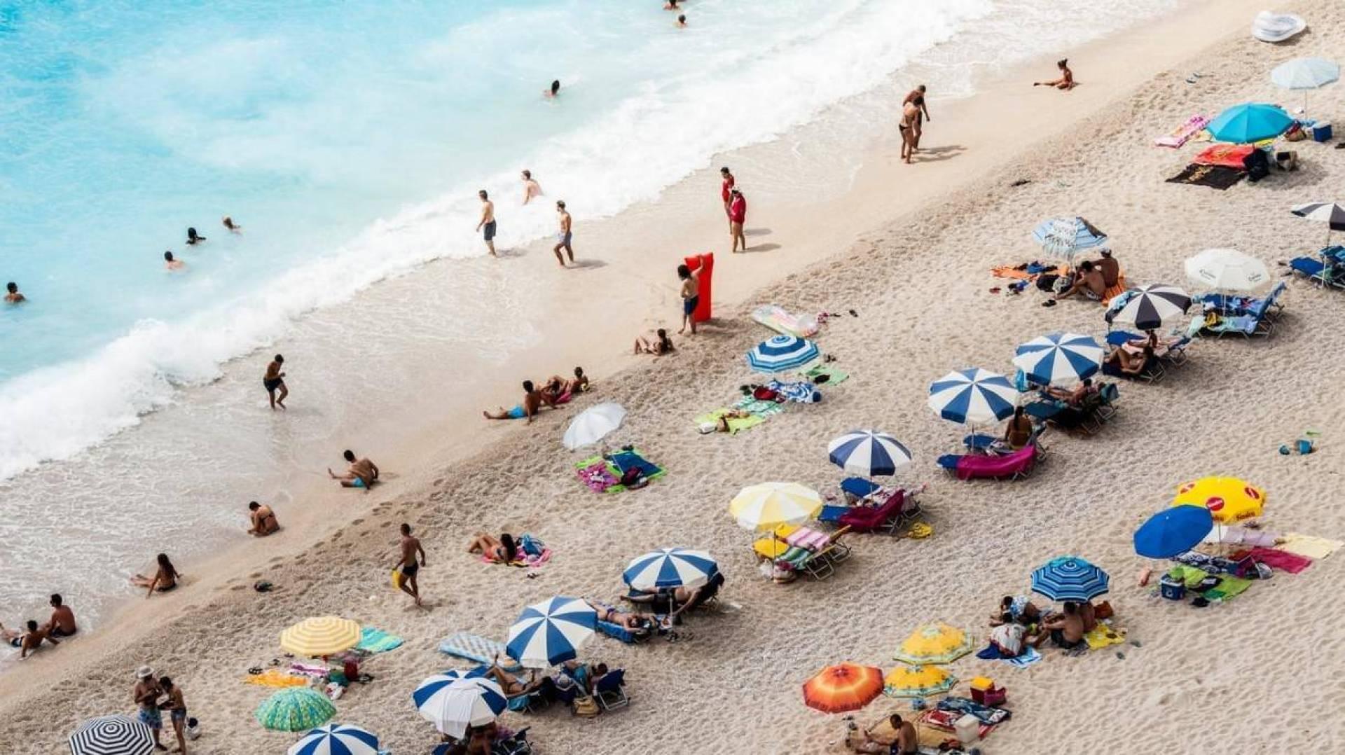 طائرات مسيّرة وكاميرات تراقب شواطئ إسبانيا تحسبا لكورونا