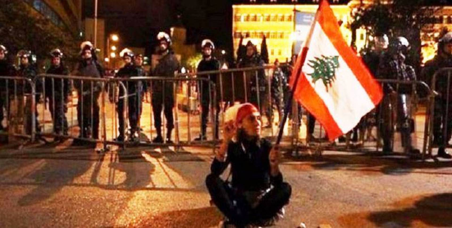 اللبنانيون يجوعون.. وحكومتهم تتخندق مع إيران