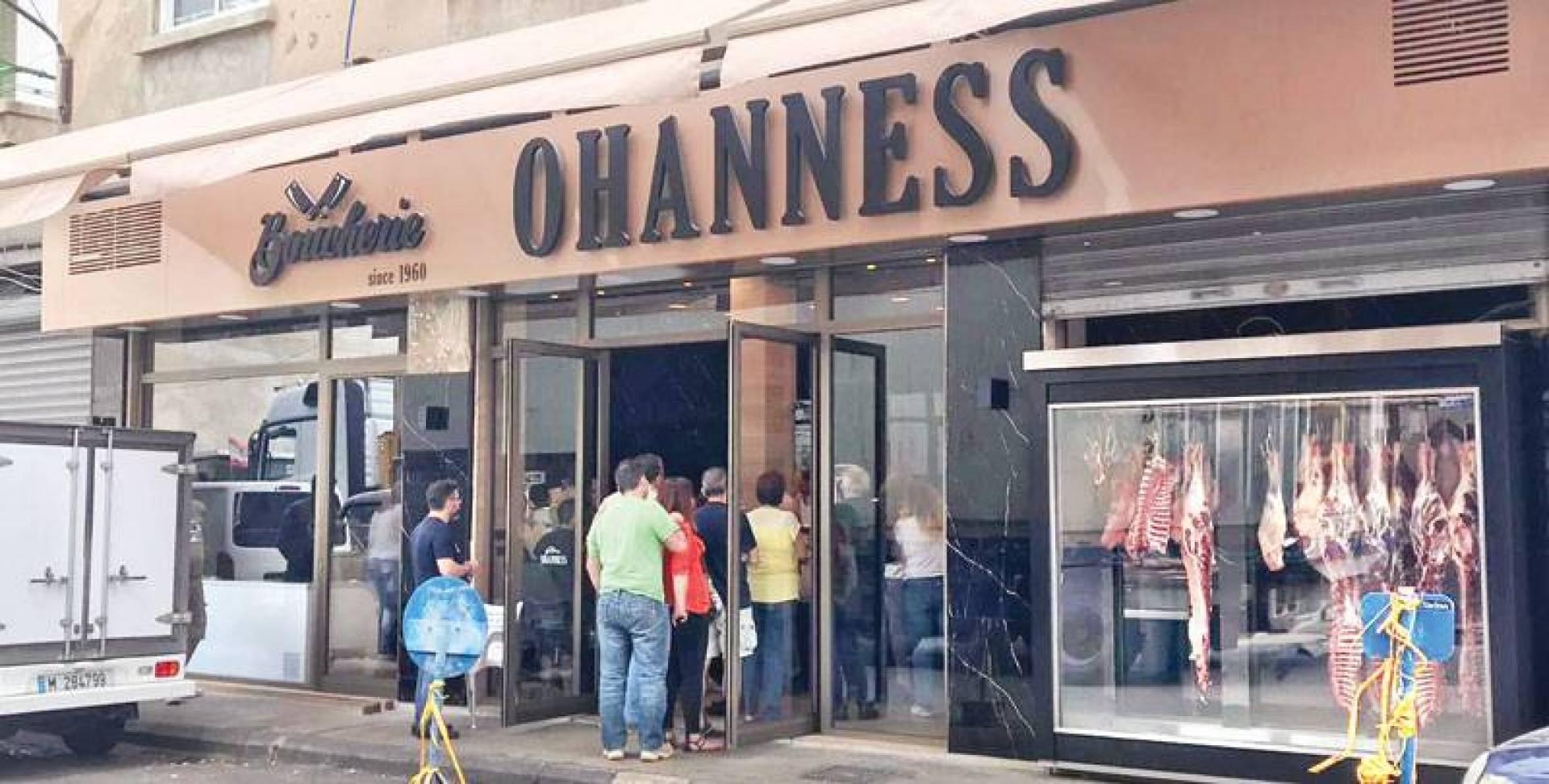 زحمة أمام ملحمة اوهانس في برج حمود بسبب أسعارها الرخيصة (القبس)