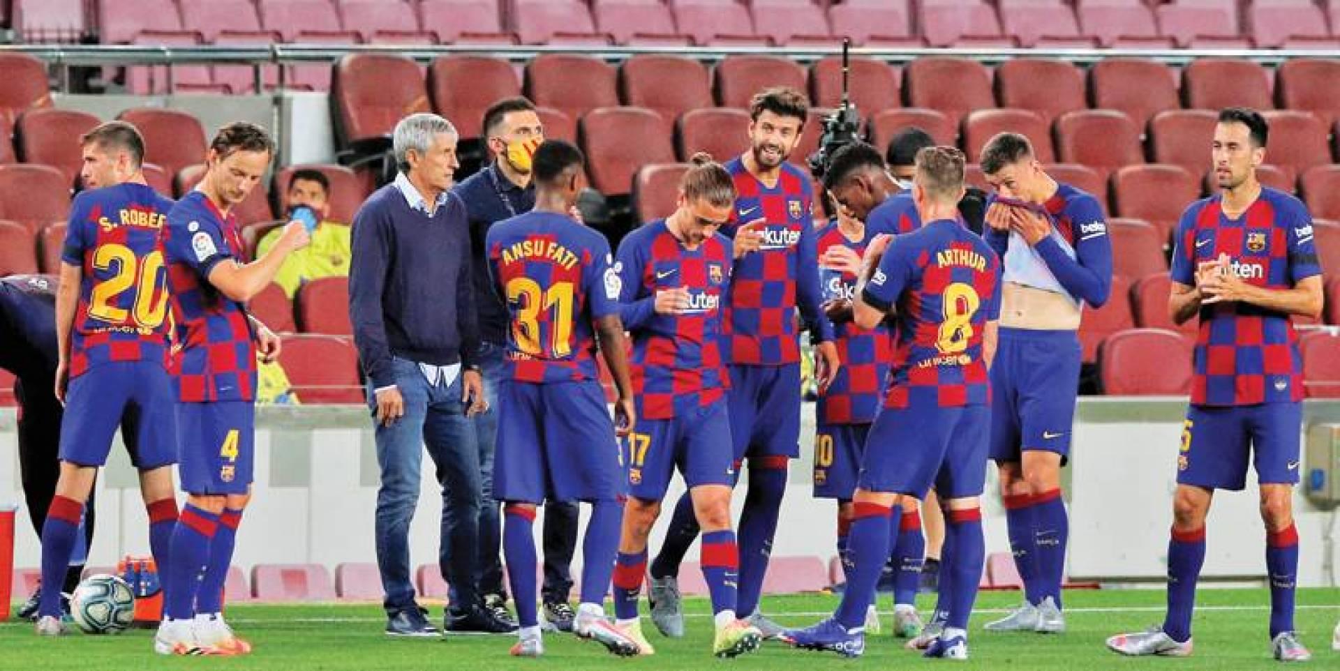 سيتين لا يحظى بالإجماع داخل النادي الكتالوني (رويترز)