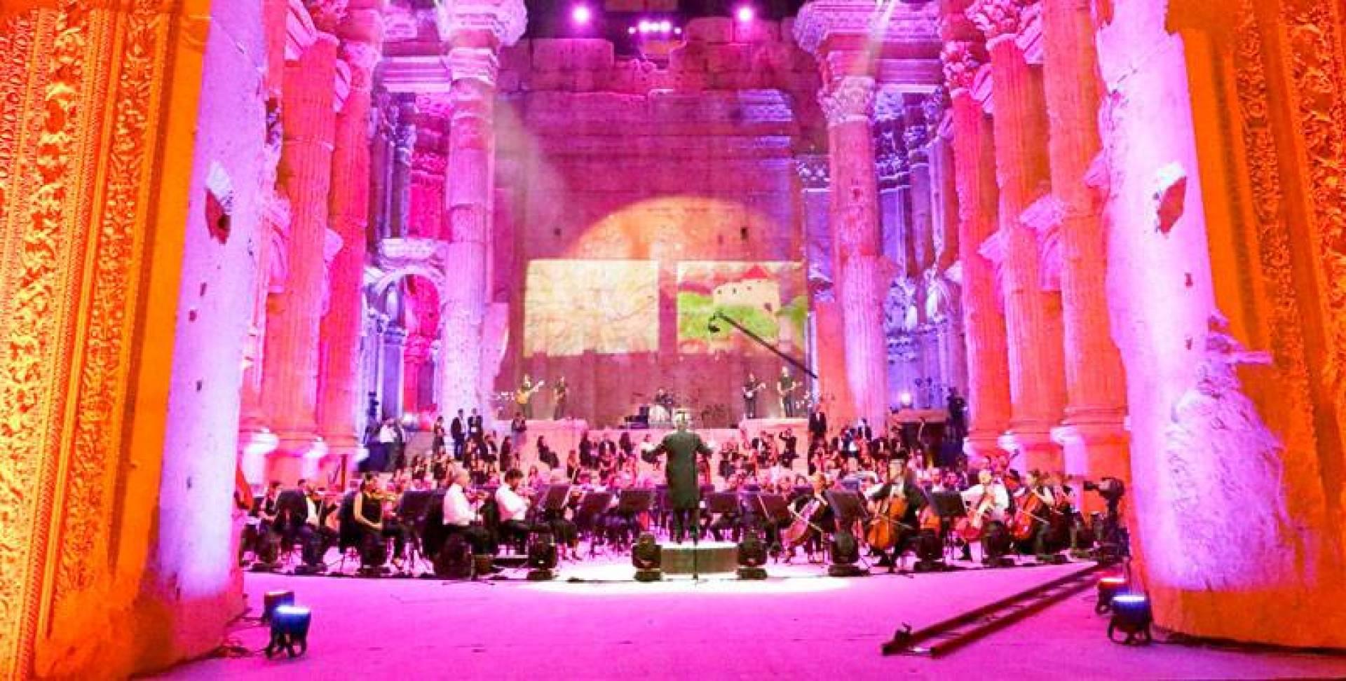 حفلة موسيقية في معبد باخوس في قلعة بعلبك نقلتها جميع شاشات التلفزة المحلية باستثناء قناة حزب الله (ا ف  ب)
